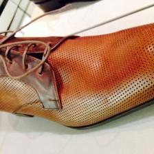 パンチングレザーの靴