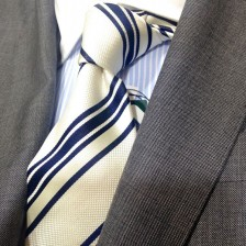 今年注目の白ネクタイ