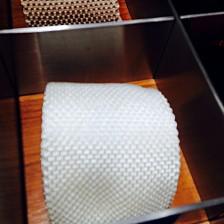 清涼感のある白のニットタイ