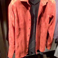 オレンジスウェードのシャツ