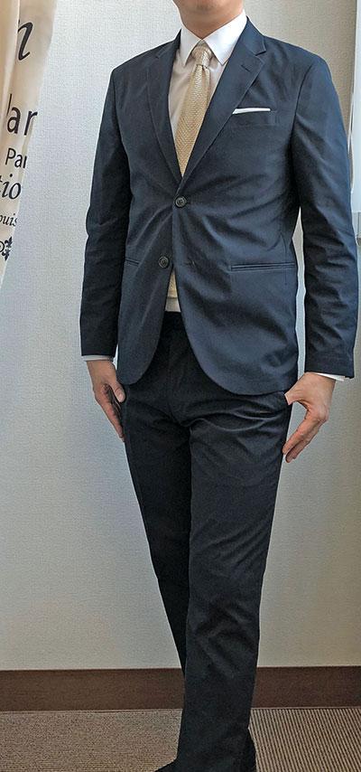 スーツっぽさが抜けない例1