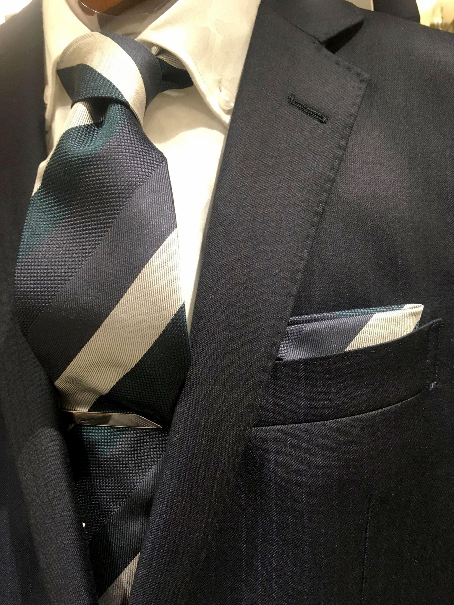 ネクタイとチーフのセット