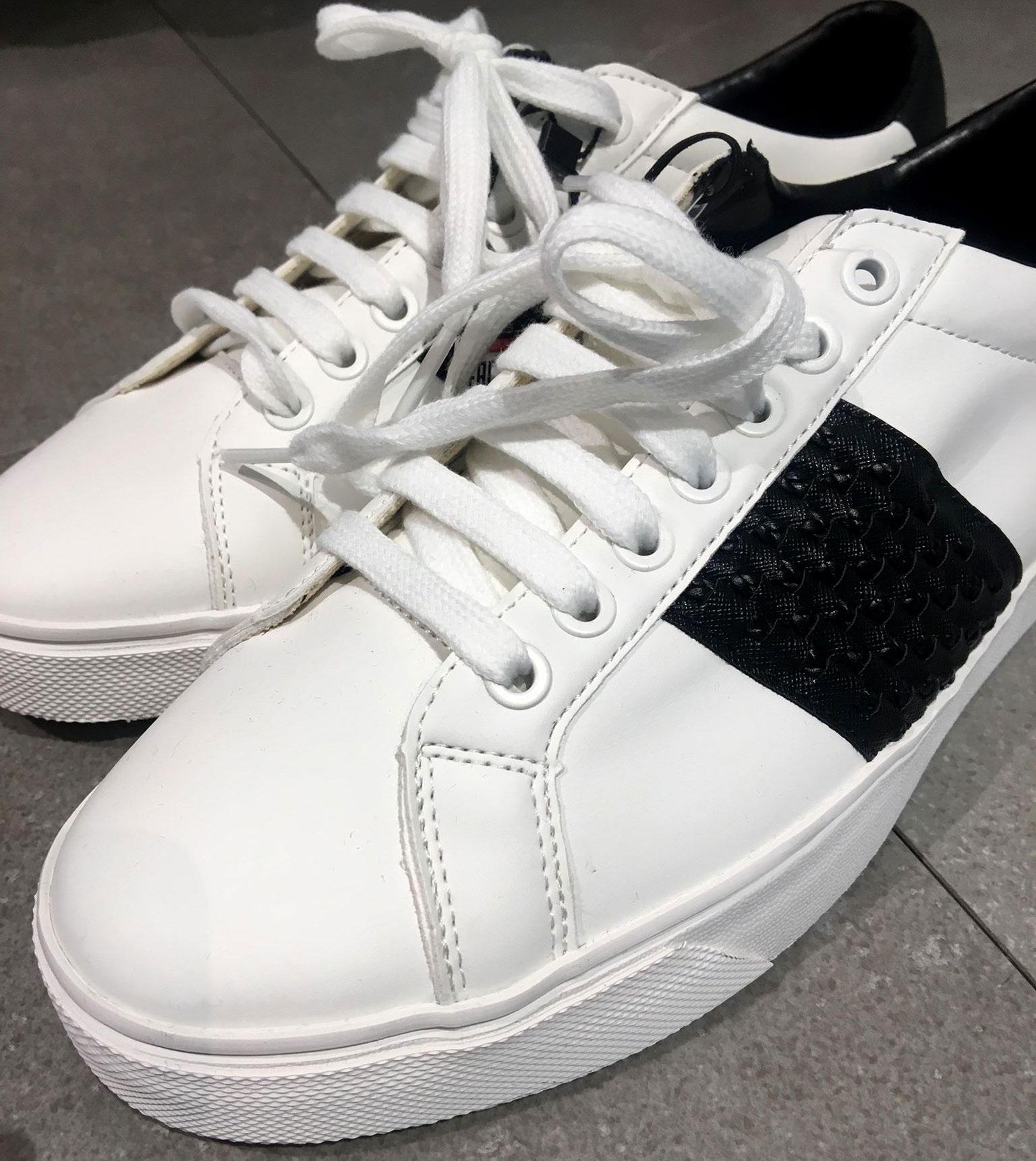 白スニーカー