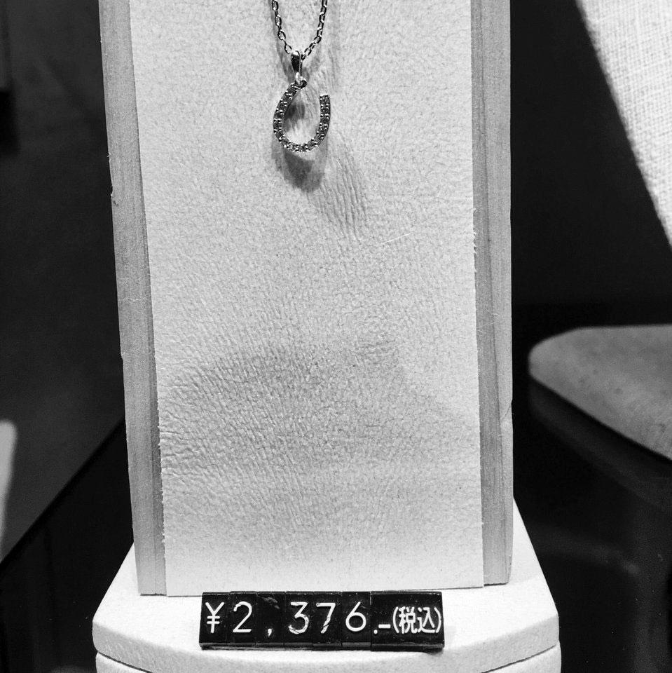 ホースシュー型のネックレス