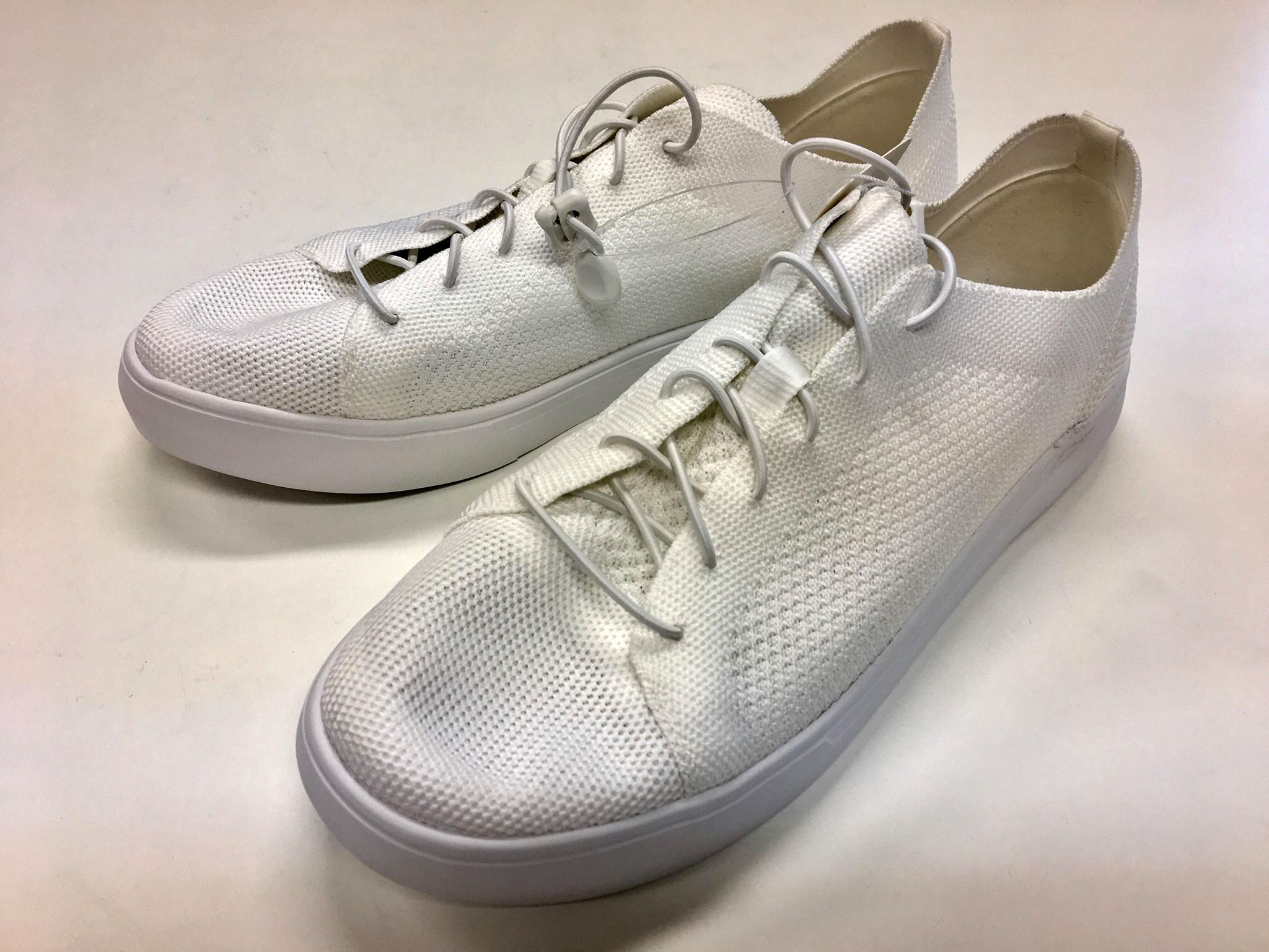 ユニクロの白スニーカー